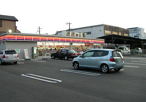 コンビニ駐車場が広い